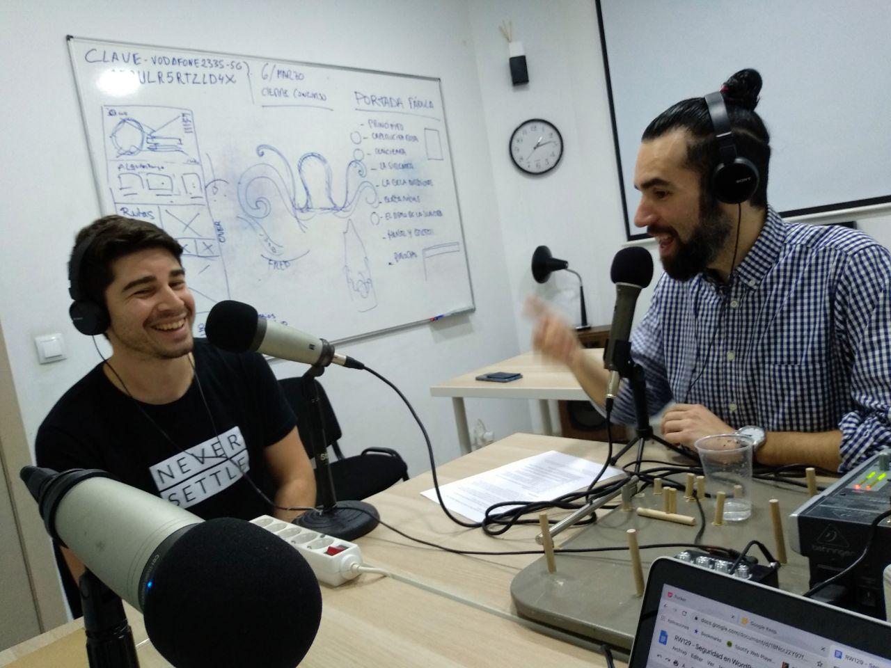 Nestor Angulo y Andros Fenollosa episodio República Web Podcast